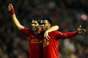 LIVERPOOL, ENGLAND - JANUARY 28: Daniel Sturridge (R) of Liverpool is congratulated by teammate Luis Suarez (L) after scoring his team's third goal during the Barclays Premier League match between Liverpool and Everton at Anfield on January 28, 2014 in Liverpool, England. (Photo by Laurence Griffiths/Getty Images)